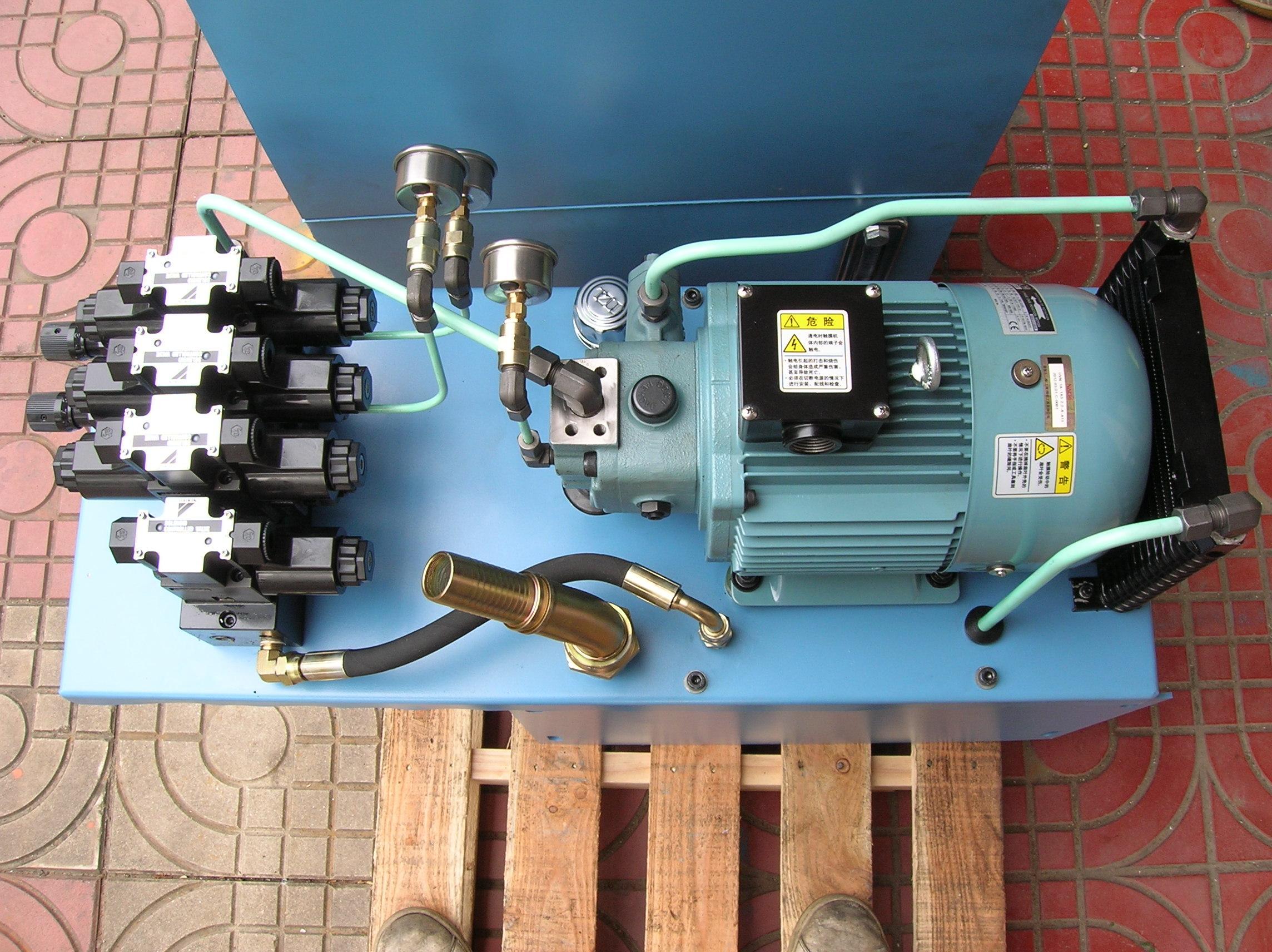 性能安定,吐出量的範圍最為廣泛,低騷音、高效率、省馬力,葉片幫浦、適用於磨床、壓床、褶床、等工作母機、及壓鑄機、塑膠射出機、單能機等油壓機械、尤適用於高低壓油路中之低壓幫浦。 最高压力达70bar,排量从12cc/rev -- 36cc/rev。 对于每个应用了懋通产品的系统,您将受到全方位的支持,包括研究开发设计方案,系统应用和各种专家服务,不管您是从事设计、制造还是维修服务业务,我们都能提供专业的知识以及优质的售前、售后服务、产品。 只要您需要,我们随时乐意效劳!
